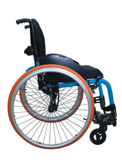 Cadeira de Rodas Monobloco M3 44cm Azul Glacial com Pneus Laranja Ortobras