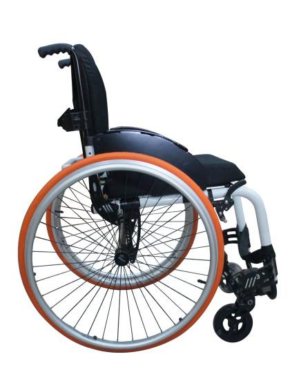 Cadeira de Rodas Monobloco M3 44cm Branco com Pneus Laranja Ortobras