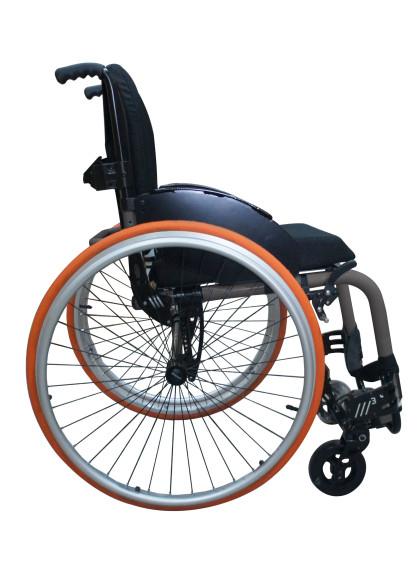 Cadeira de Rodas Monobloco M3 42cm Grafite com Pneus Laranja Ortobras